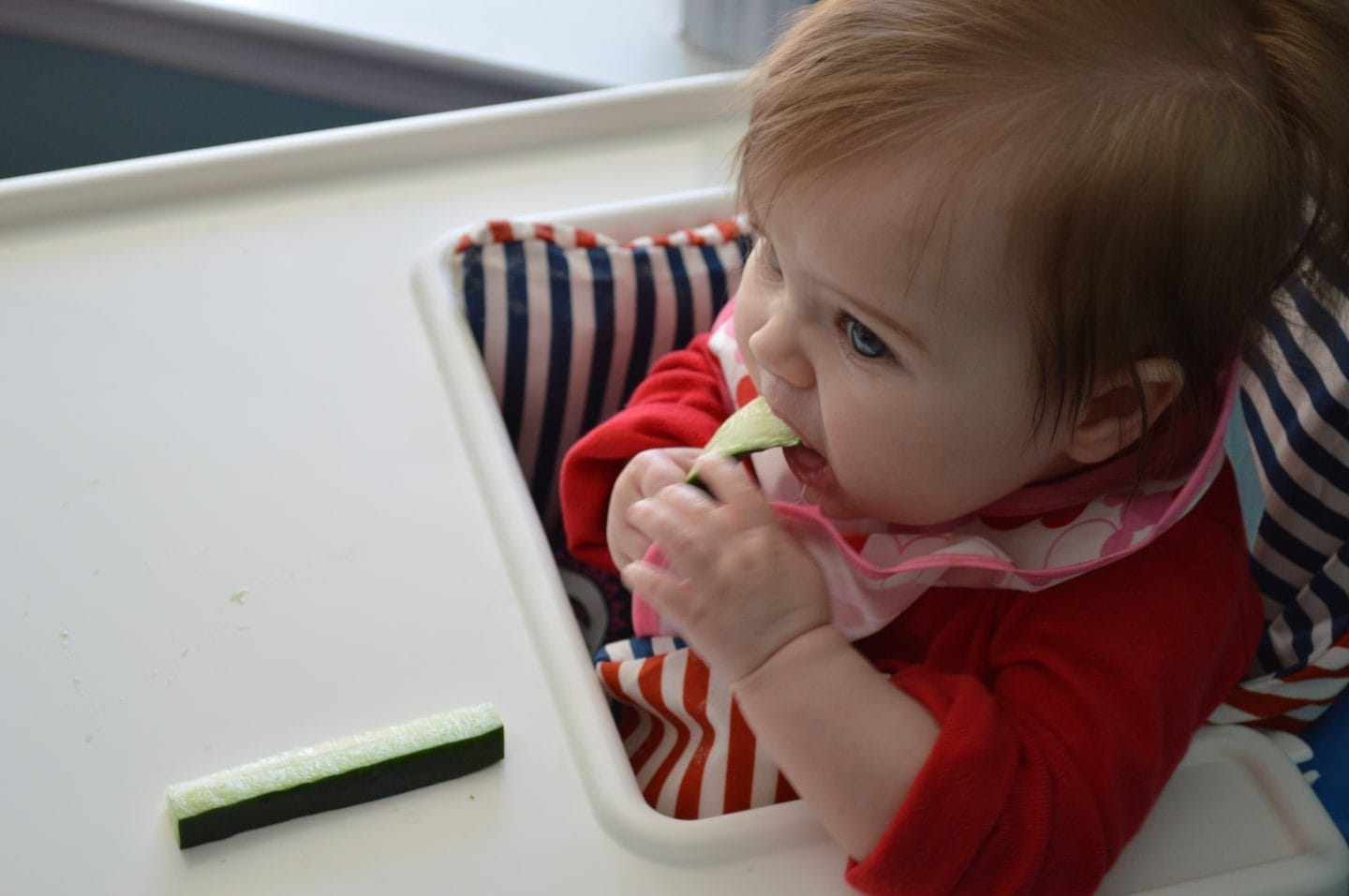 guide to baby led weaning - simple weaning plan baby eating