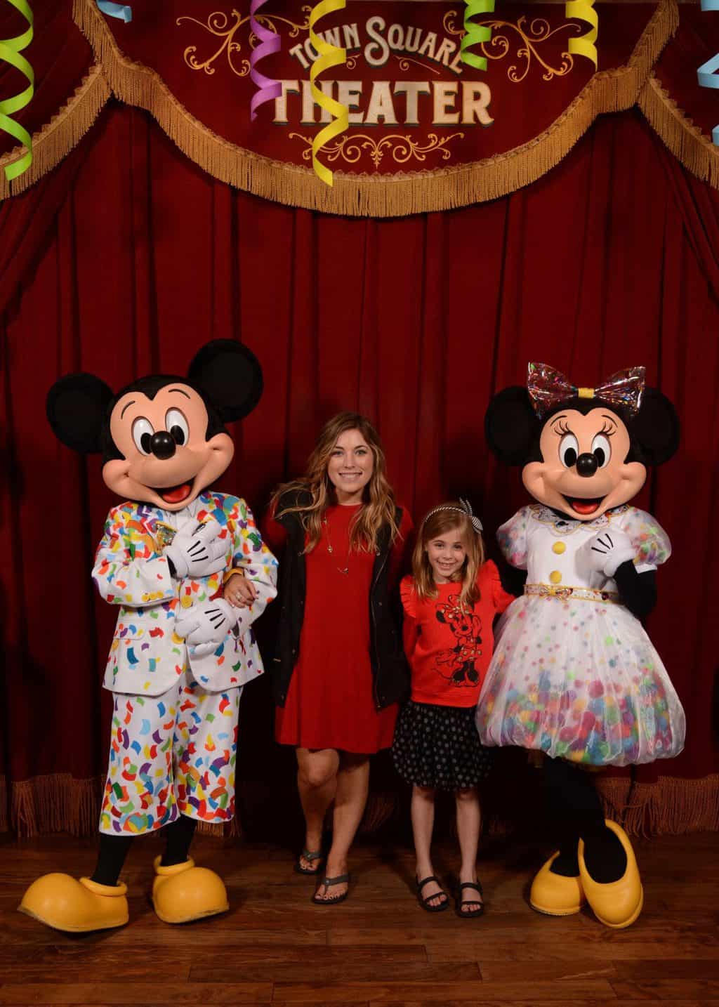mom and daughter with mickey and Minnie