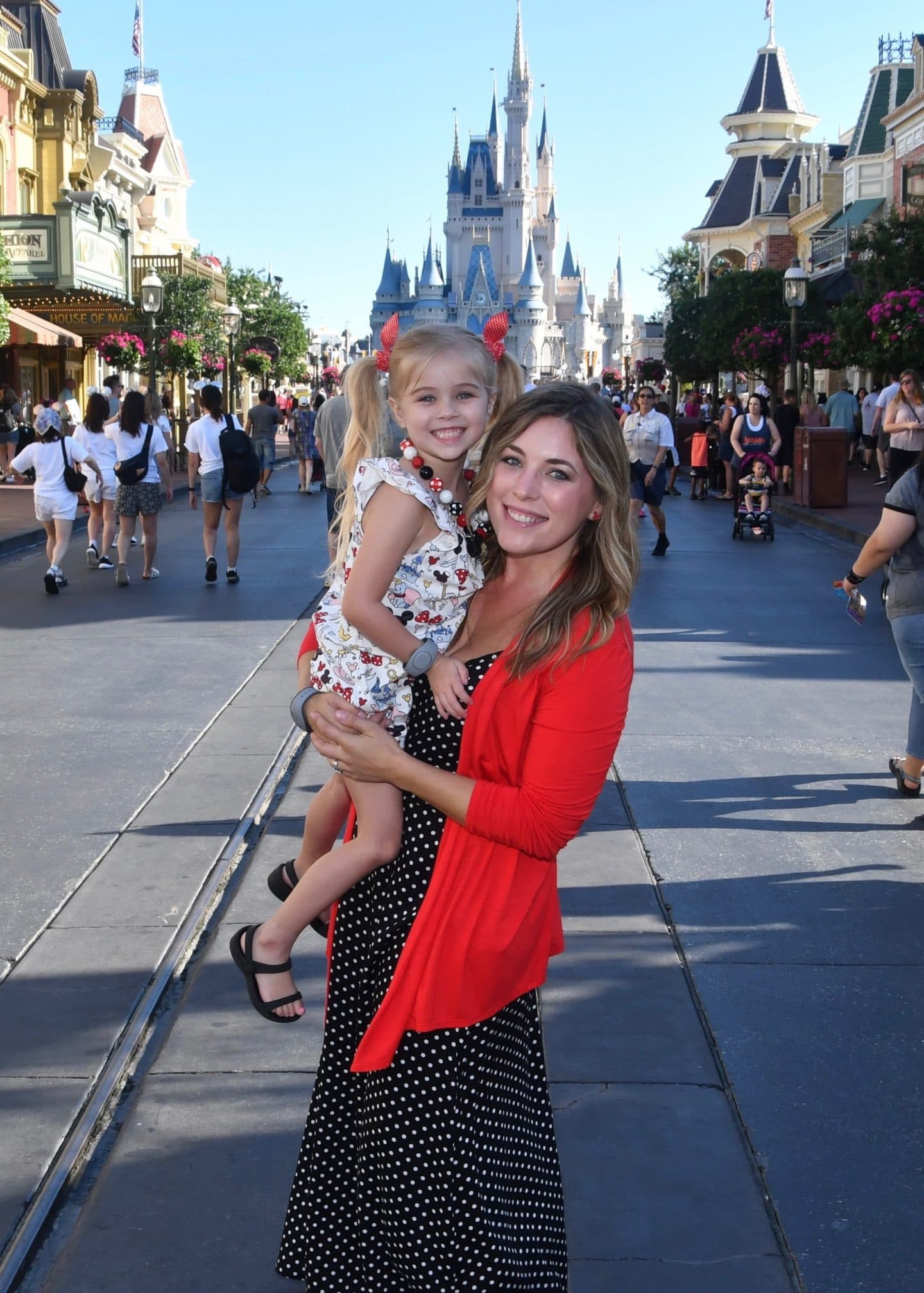 magic kingdom cinderella's castle mother and daughter photos