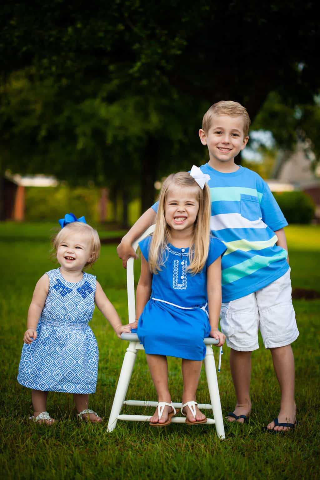 Best Summer Sibling Photo Ideas - What to Wear and More!