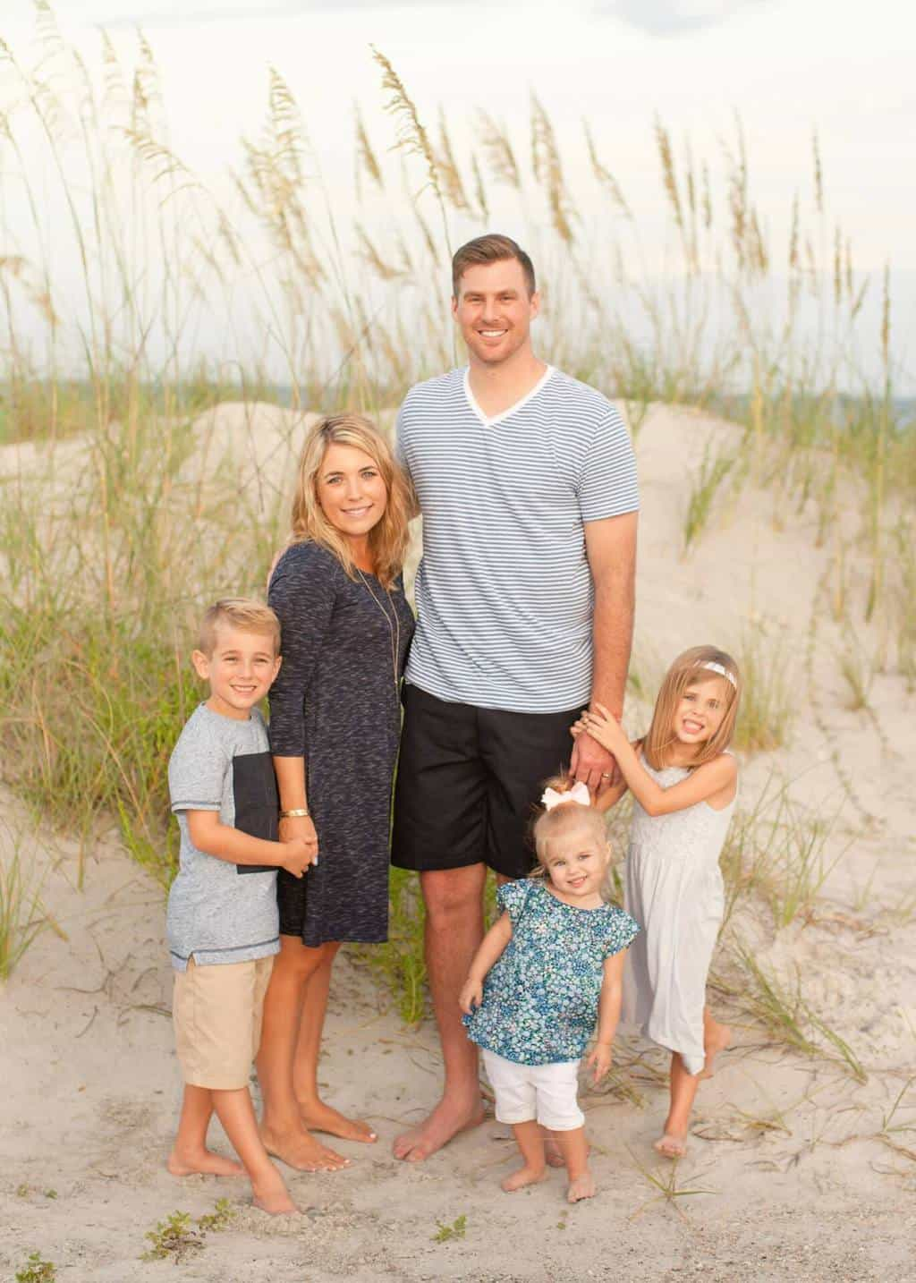 Best Summer Beach Family Photo Ideas - What to Wear and More!